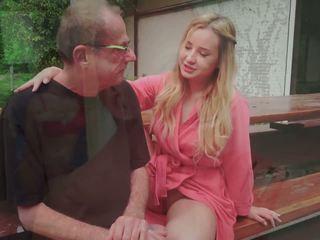 Lépés apu fucks fiatal asszony licking neki láb elélvezés -ban