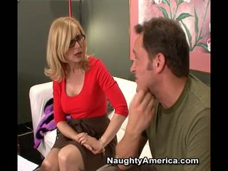 Sekswal inang kaakit-akit nina hartley makes sons buddy mayroon laid kanya brown eye para a movie role