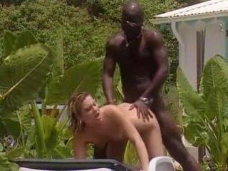 Baltas žmona fucks su prancūziškas juodas į jamaika