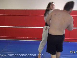 Mixt fight- headscissor beatdowns calcat in picioare humillation