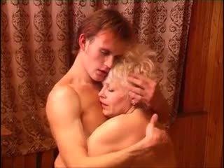Moden kvinde & ung fyr (6 - rus porno & danez titlu)