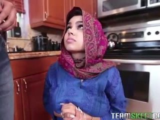Arab adolescente ada gets un warm coño cream