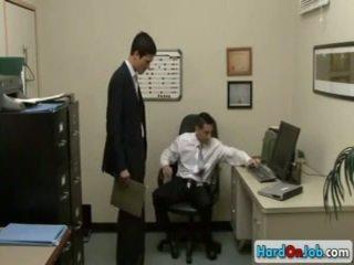 Lad čiulpimas jo gėjus bosas iki hardonjob