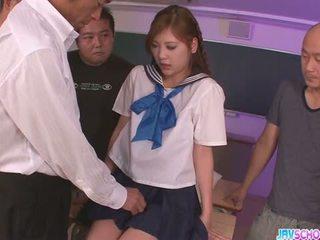 Skolejente yura kasumi er en hot japansk sæd jente
