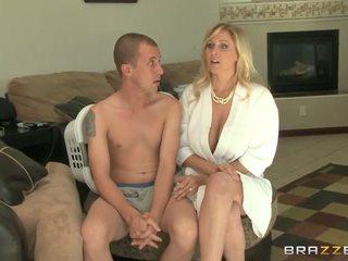 blondýnky, velká prsa, výstřik