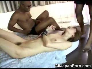 Japoneze vajzë vs e zezë cocks!