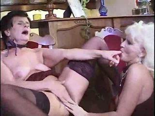 Leszbikus nagyi having buli videó