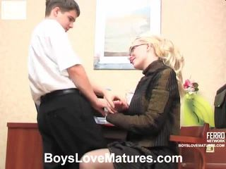 पुराने युवा सेक्स, परिपक्व अश्लील, young girl in action