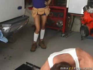 Sexy Brunette Gets Fucked From A Mechanic's Video