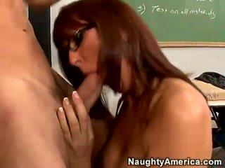 紅 haired 老師 desi foxx gets 她的 口 busy 吸吮 一 硬 男人 棒糖