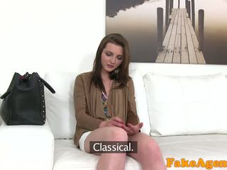 Fakeagent panas muda babe wants kepada mendapatkan kaya cepat dengan blowjobs dan seks / persetubuhan