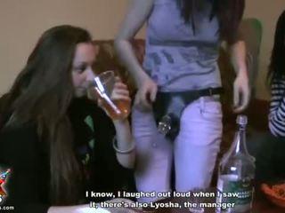 Ubriaco università ragazze provare fuori strap-on sesso video