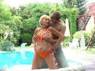 Granny fucks järgmine kuni a bassein, tasuta 21 sextreme hd porno d5