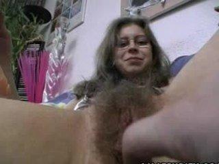 Karvainen amatööri gets trimmed ja ajeltu
