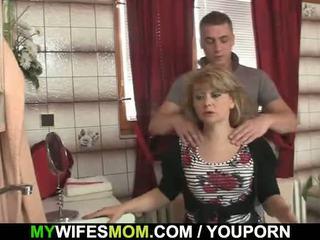 वह cheats साथ हॉट mother-in-law