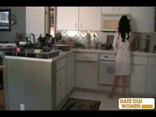 brunetės, mama, virtuvė
