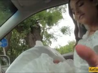 Runaway sposa amirah adara pounded con stranger in un auto