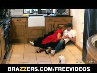 Malaking suso british nanny does ang plumber