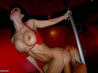 Rampant Franceska Jaimes & Vega Vixen pole dance