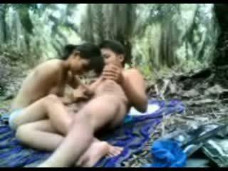 Індонезійська підліток трахкав в the джунглі