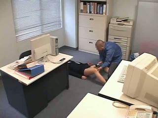 מסומם ו - used ב משרד וידאו
