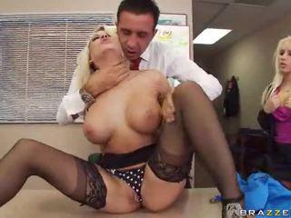 Σέξι hawt με πλούσιο στήθος πορνοσταρ γαμημένος/η σκληρό πορνό