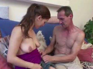 Papa Fickt Seine Geile Stief-Tochter Ohne Gummi