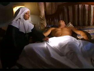راهبة maintains ل مريض شخص