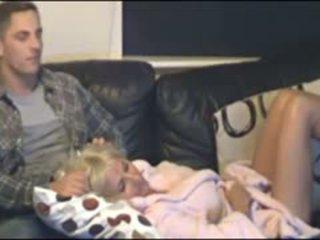 Mati in sin zasačeni s skrite cammera