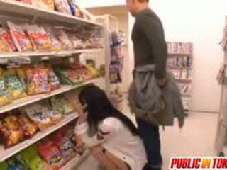 Sora aoi în puternic doggy la dracu la magazin