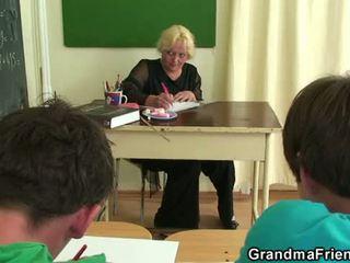 قديم مجموعة من ثلاثة أشخاص في ال حجرة الدراسة