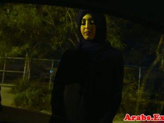 Arab hijabi geneukt in verboden nauw poesje: gratis porno 74