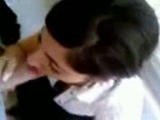 Turkinje punca s vroče joški giving glava