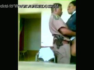 أسود شرطة officers boning في حين cities are being looted