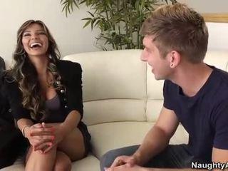 Esperanza gomez takes yang muda zakar/batang pada yang sofa