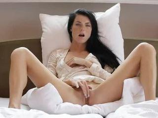 Sladký dívka margot masturbates ji kočička