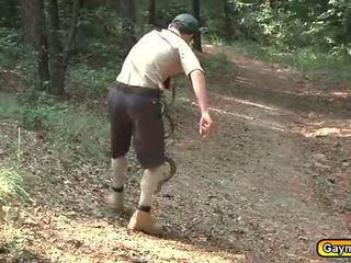 Scouts ao ar livre a chupar e a foder atividade