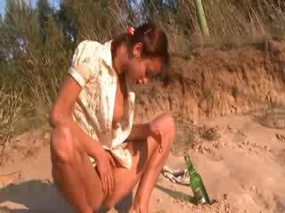 Baik hati natasha perempuan telanjang di itu pantai