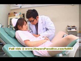 Akiho yoshizawa seksualu azijietiškas seselė enjoys teasing the daktaras