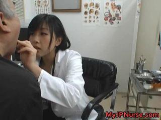 Japanska doktorn är kåta för gurkan