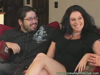 Slutty gift kvinne rides kuk pov