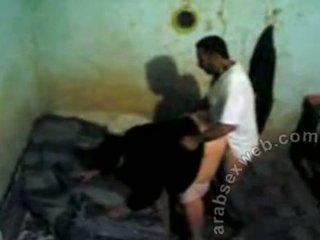 Arab מזיין נתפס על ידי voyeur-asw466