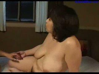 Busty chất béo mẹ tôi đã muốn fuck licked fingered sự nịnh hót trẻ guy con gà trống trên các