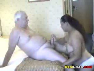 Thick indický prostitutka s an starý guy