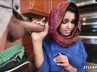 Arab hottie ada gets sie muschi filled mit warm cumload