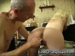 Vecie papy jāšanās jauns tattooed sieva