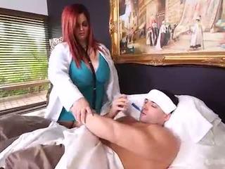 거유 큰 아름다운 여자 의사 sashaa 조끼 차종 집 calls