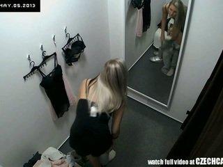 Voyeur schön blond fitting unterwäsche