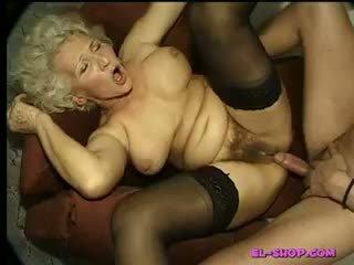 Peluda abuelita norma haciendo pis