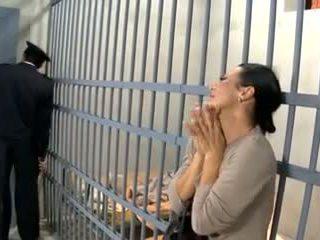 视频 594 prisoner 妻子 他妈的